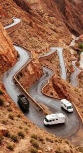 Resim: gidilecek yer ne kadar zor olursa olsun oraya götürecek yollar inşa edilebilir.